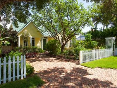 Maison unifamiliale for sales at OLD NAPLES 775  Broad Ct  N Naples, Florida 34102 États-Unis