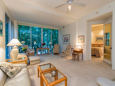 コンドミニアム for sales at PELICAN BAY-BREAKWATER 790  Bentwater Cir 101 Naples, フロリダ 34108 アメリカ合衆国