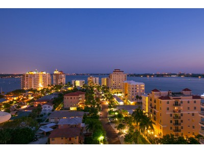 Condominio for sales at GOLDEN GATE POINT 128  Golden Gate Pt 1001 Sarasota, Florida 34236 Estados Unidos