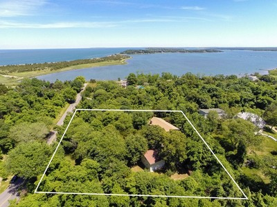 Single Family Home for sales at Split 60 Cobbetts Ln Shelter Island Heights, New York 11965 United States