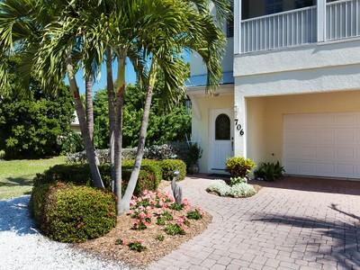 Maison unifamiliale for sales at SHORE ACRES 706  Gladiolus St Anna Maria, Florida 34216 United States