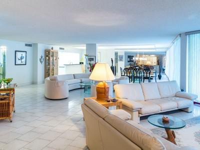 Condomínio for sales at 3546 S Ocean , 224, Palm Beach, FL 33480 3546 S Ocean 224 Palm Beach, Florida 33480 Estados Unidos