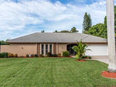 一戸建て for sales at 608 Somerset Ct , Marco Island, FL 34145 608  Somerset Ct Marco Island, フロリダ 34145 アメリカ合衆国