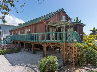 Casa Unifamiliar for sales at MARCO ISLAND - PALM STREET 829  Palm St Marco Island, Florida 34145 Estados Unidos