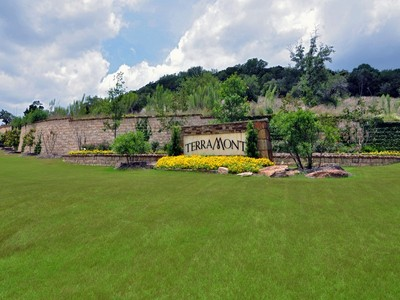 地產 for sales at Beautiful 1.22 Acre Home Site 8802 Terra Cliff San Antonio, 德克薩斯州 78255 美國