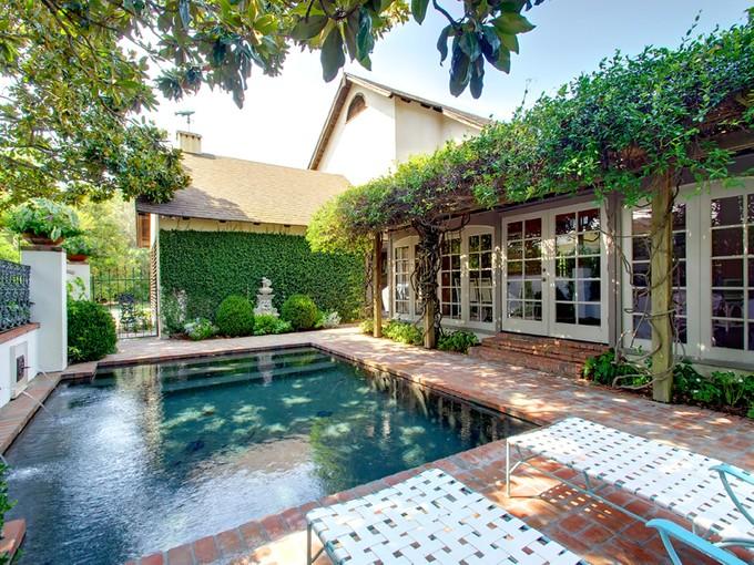 Maison unifamiliale for sales at 235 West Eleveth 235 West Eleventh Cottage 380  Sea Island, Georgia 31561 États-Unis