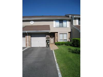 Condominio for sales at Homeowner Assoc 96 Hidden Ponds Cir Smithtown, Nueva York 11787 Estados Unidos