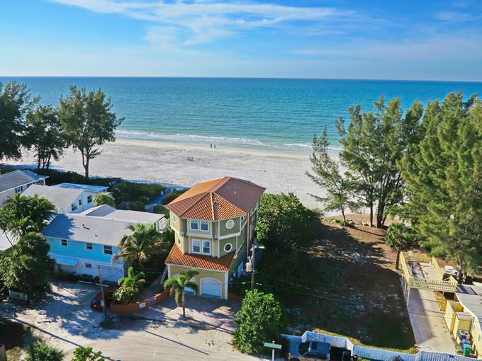 Maison unifamiliale for sales at ANNA MARIA ISLAND 206  Spring Ln Anna Maria, Florida 34216 États-Unis