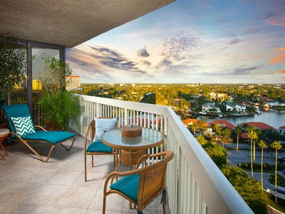 Кооперативная квартира for sales at PARK SHORE - MERIDIAN CLUB 4901  Gulf Shore Blvd  N 1403 Naples, Флорида 34103 Соединенные Штаты
