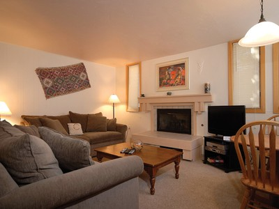 コンドミニアム for sales at Tamarack Unit 4 135 Carriage Way Unit 4 Snowmass Village, コロラド 81615 アメリカ合衆国