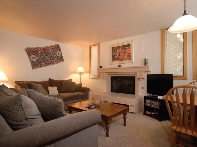 Condominium for sales at Tamarack Unit 4 135 Carriage Way Unit 4 Snowmass Village, Colorado 81615 United States