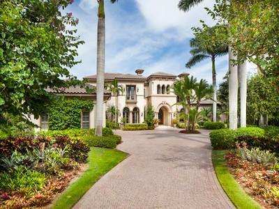 Casa para uma família for sales at GREY OAKS - ISLE ROYALE 2133  Canna Ct Naples, Florida 34105 Estados Unidos