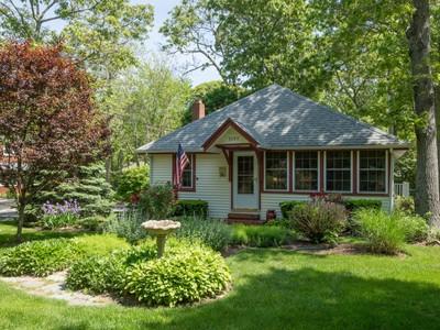Casa Unifamiliar for sales at Cottage 5595 Pequash Ave Cutchogue, Nueva York 11935 Estados Unidos