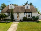 Einfamilienhaus for  sales at Cape 1978 Marion Dr   East Meadow, New York 11554 Vereinigte Staaten