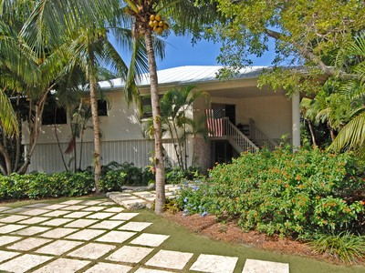 Villa for sales at Charming Golf Course Home at Ocean Reef 285 South Harbor Drive Key Largo, Florida 33037 Stati Uniti