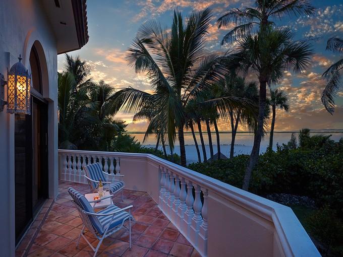 Maison unifamiliale for sales at MARCO ISLAND - HIDEAWAY BEACH 306  Seabreeze Dr   Marco Island, Florida 34145 États-Unis