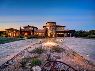 Farm / Ranch / Plantation for sales at Spectacular Estate 300 Panther Crk Driftwood, Texas 78619 United States