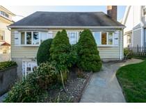 Villa for sales at Cape 36 Davis Rd   Port Washington, New York 11050 Stati Uniti