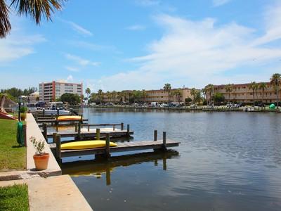 Appartement en copropriété for sales at COZY COVE 9030  Midnight Pass Rd 4  Sarasota, Florida 34242 États-Unis