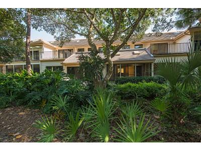Maison de Ville for sales at VILLAS AT PELICAN BAY 571  Gulf Park Dr  Naples, Florida 34108 États-Unis