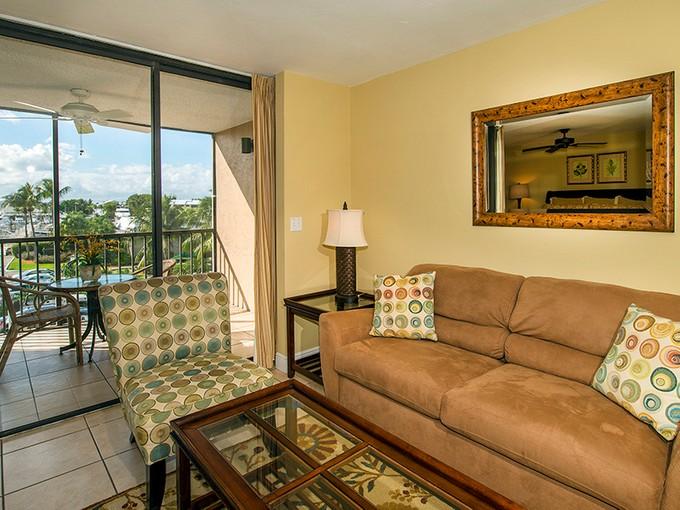 Condomínio for sales at Ocean Reef - Yachtsman's Inn 650 Beach Road Unit 203 Key Largo, Florida 33037 Estados Unidos