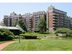 Nhà chung cư for  sales at Condo 111 Cherry Valley Ave 9 905   Garden City, New York 11530 Hoa Kỳ