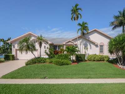 Villa for sales at MARCO ISLAND - CENTURY DRIVE 400  Century Dr Marco Island, Florida 34145 Stati Uniti
