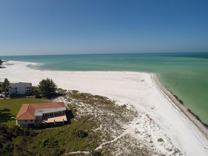 Частный односемейный дом for sales at SHORE ACRES 813 N Shore Dr Anna Maria, Флорида 34216 Соединенные Штаты