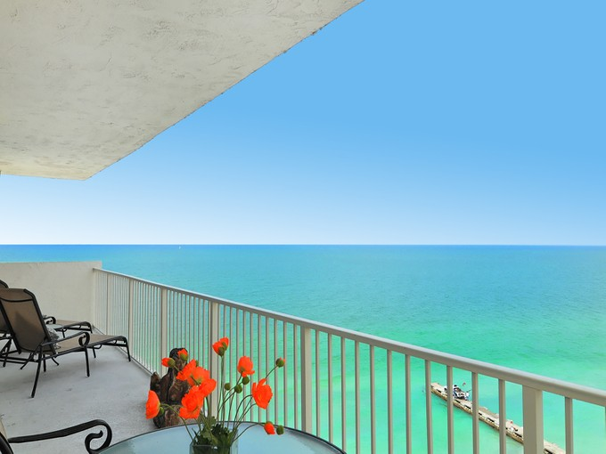 Condominium for sales at ISLANDER CLUB 2295  Gulf Of Mexico Dr 1   Longboat Key, Florida 34228 United States
