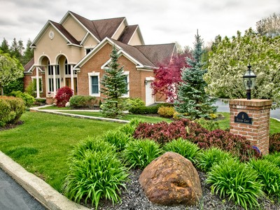 Einfamilienhaus for sales at 6 Hilltop Court  Clifton Park, New York 12065 Vereinigte Staaten