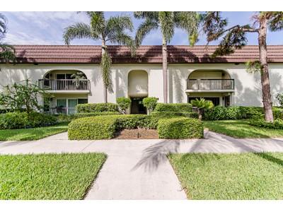 Кооперативная квартира for sales at OLD NAPLES - WARRENTON 160  2nd St  S B  Naples, Флорида 34102 Соединенные Штаты