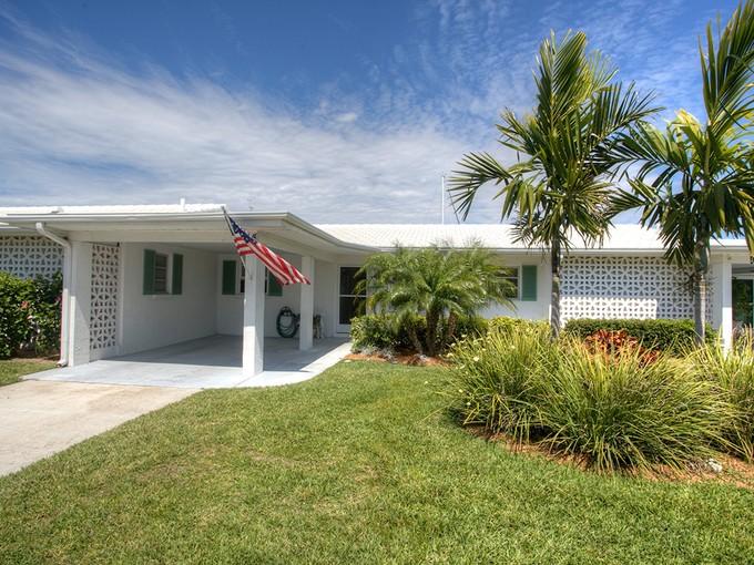 Townhouse for sales at WHITECAP CIRCLE 844  White Cap Cir 11  Venice, Florida 34285 United States