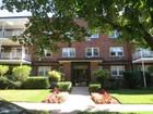 公寓 for sales at Co-Op 20 Hillpark Ave 3 3D Great Neck, 紐約州 11021 美國