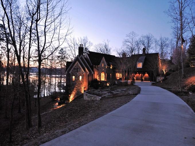 一戸建て for sales at UWHARRIE POINT 136  Windy Hill Cv New London, ノースカロライナ 28127 アメリカ合衆国