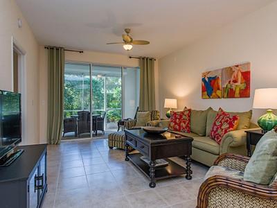 Condominio for sales at PELICAN BAY - BARRINGTON CLUB 7091  Barrington Cir 101 Naples, Florida 34108 Estados Unidos