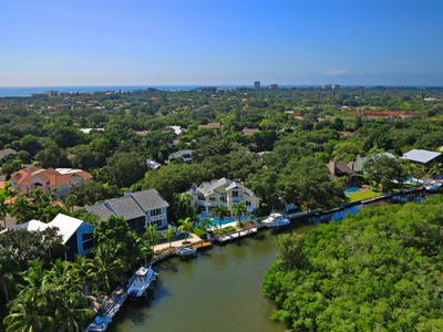 Einfamilienhaus for sales at SIESTA COVE 5330  Siesta Cove Dr Siesta Key, Florida 34242 Vereinigte Staaten