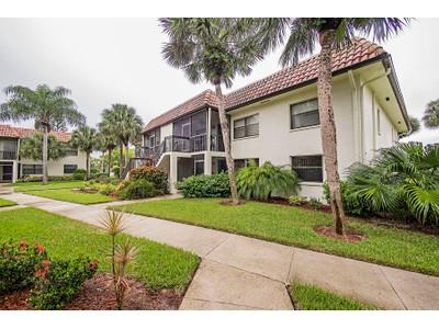Appartement en copropriété for sales at GOLDEN GATE - FAIRWAYS AT PAR TWO 4293  27th Ct  SW 103  Naples, Florida 34116 États-Unis