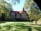 Maison unifamiliale for sales at Tudor 21 Bridge Ln Belle Terre, New York 11777 États-Unis