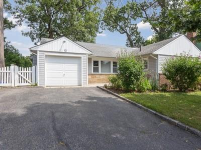 단독 가정 주택 for sales at Ranch 12 Leuce Pl Glen Cove, 뉴욕 11542 미국