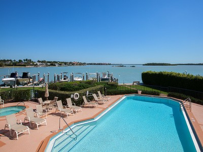 Condomínio for sales at MARCO ISLAND - CAMELOT 961  Collier Ct 205 Marco Island, Florida 34145 Estados Unidos