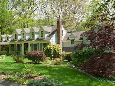 Einfamilienhaus for sales at Welcome! 17 Hudson Lane  Essex, Connecticut 06426 Vereinigte Staaten