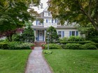 Einfamilienhaus for  sales at Colonial 156 Maple Ave Westbury, New York 11590 Vereinigte Staaten