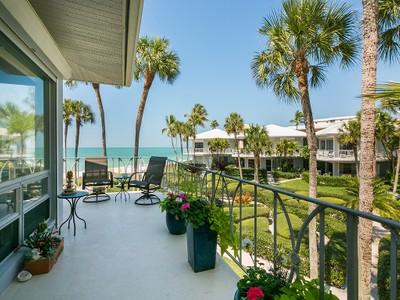 Nhà phố for sales at THE MOORINGS - LA TOUR RIVAGE 1851  Gulf Shore Blvd  N V-14 Naples, Florida 34102 Hoa Kỳ