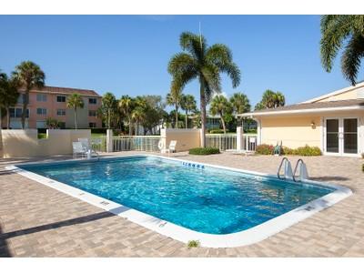 共管式独立产权公寓 for sales at VILLAGE GREEN - JASMINE CLUB 694  Broad Ave  S  Naples, 佛罗里达州 34102 美国