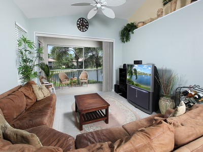 Condomínio for sales at WILSHIRE LAKES - WILSHIRE PINES 6225  Wilshire Pines Cir 1505 Naples, Florida 34109 Estados Unidos