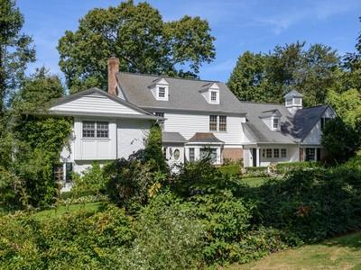 Nhà ở một gia đình for sales at Colonial 6 Ivy Ct  Brookville, New York 11545 Hoa Kỳ