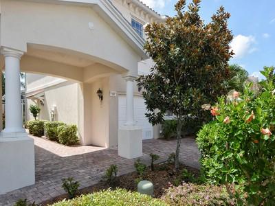 Maison de ville for sales at ISLES OF SARASOTA 1507  Burgos Dr Sarasota, Florida 34238 États-Unis