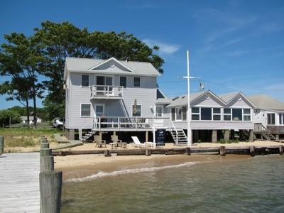 Nhà ở một gia đình for sales at 2 Story 21 Beach St Greenport, New York 11944 Hoa Kỳ