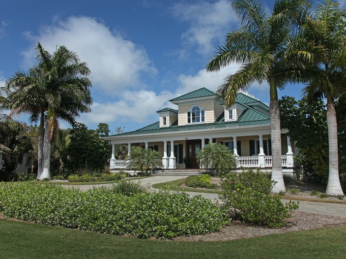 Einfamilienhaus for sales at INLET DRIVE - MARCO ISLAND 589  Inlet Dr   Marco Island, Florida 34145 Vereinigte Staaten