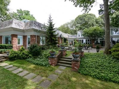 Einfamilienhaus for sales at Colonial 12 Wildwood Ct Lattingtown, New York 11560 Vereinigte Staaten